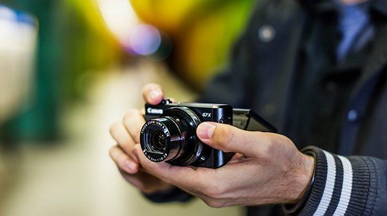 Canon Camera in hands PowerShot G7 X Mark II